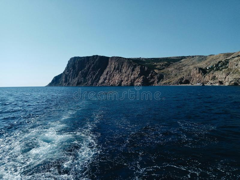 Oceano azul céu onda Montanha imagens de stock royalty free