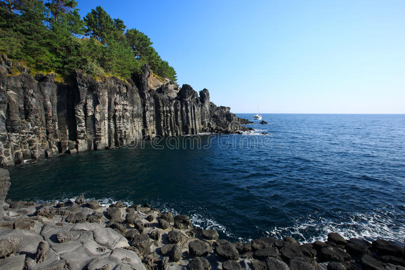Oceano azul, console vulcânico de Jeju imagem de stock