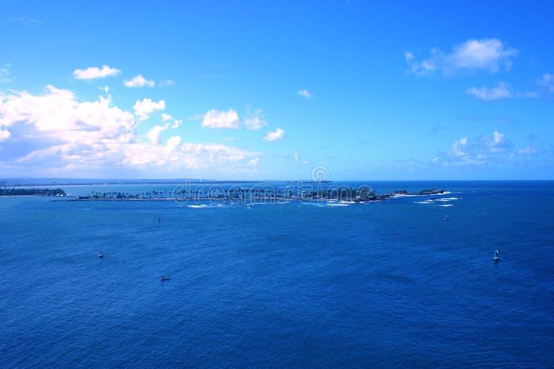 Oceano azul tropical imagens de stock