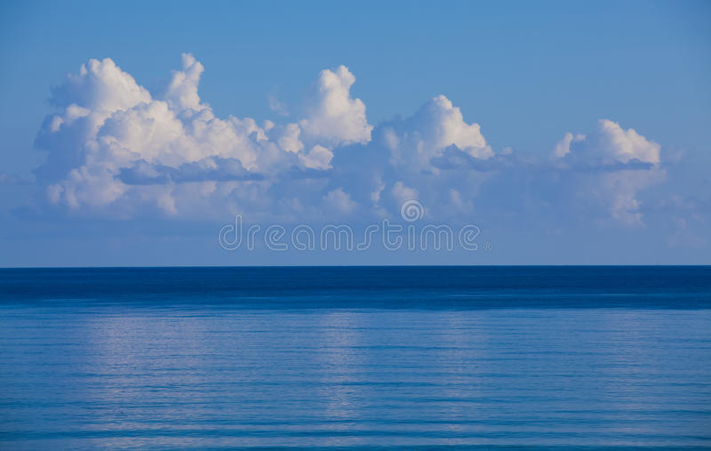 Oceano blu immagini stock