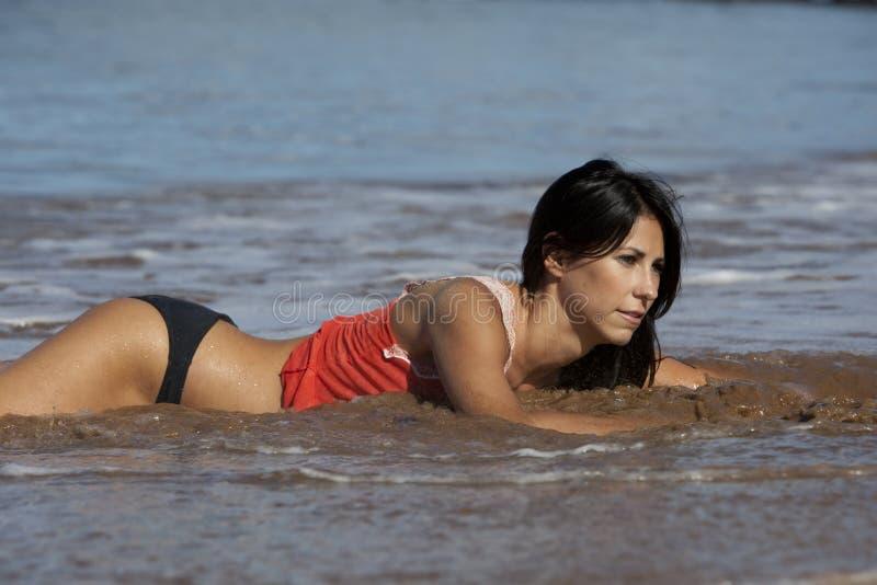 oceano che gioca donna fotografia stock