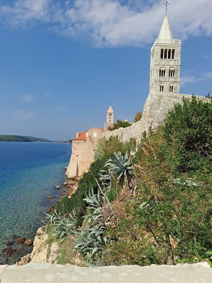 Oceano de Coratia, igreja agradável foto de stock royalty free