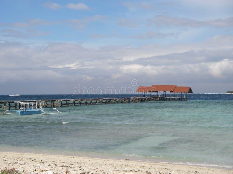 Oceano de turquesa e praia do paradisiaque foto de stock royalty free