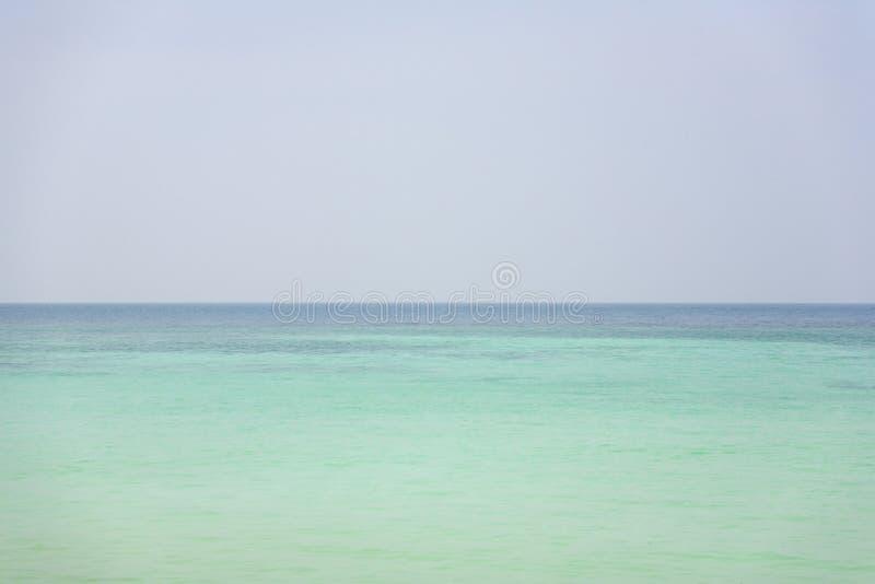 Oceano desobstruído de turquesa imagem de stock royalty free