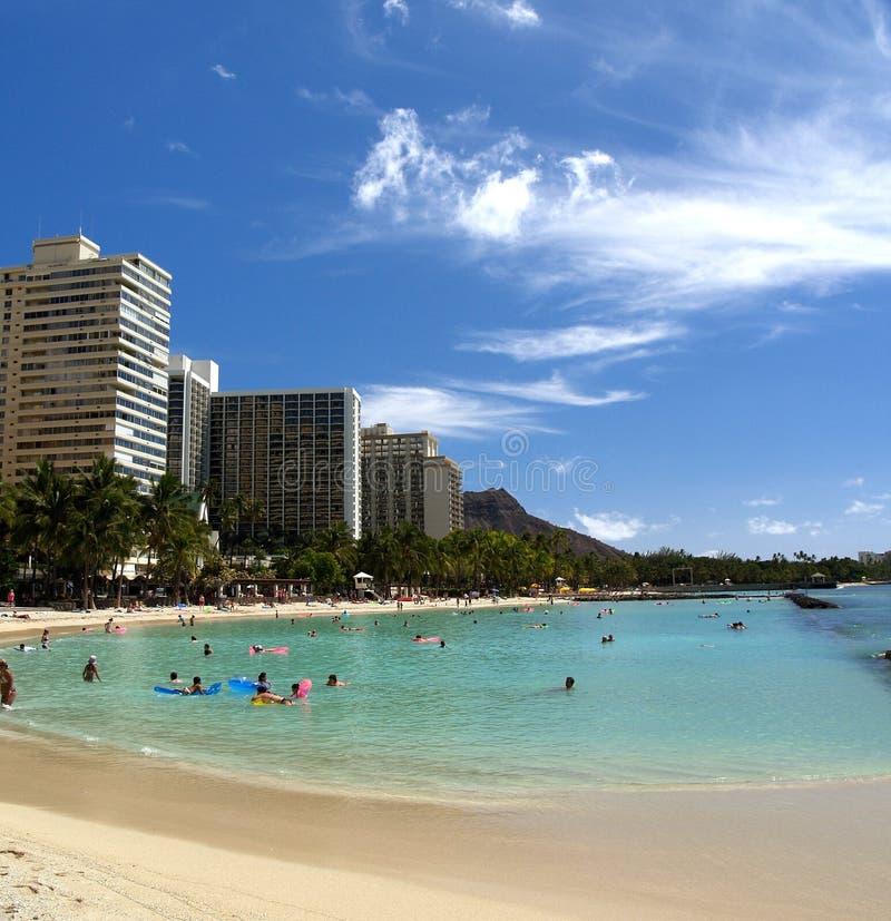 Oceano e praia de Waikiki com cabeça do diamante imagem de stock royalty free