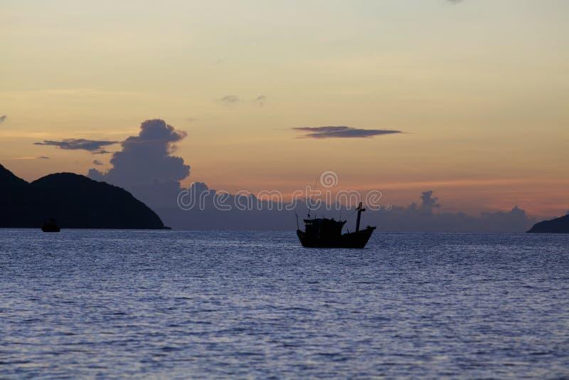 Oceano No Nascer Do Sol Fotografia de Stock