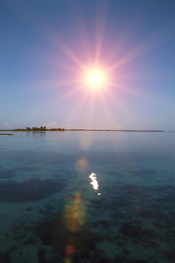 Oceano no por do sol polynesia tahiti fotos de stock royalty free
