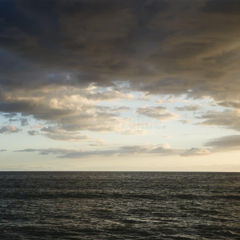 Oceano Pacifico e cielo nuvoloso. immagine stock libera da diritti