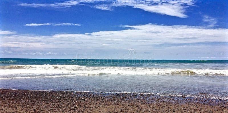 Oceano Pacifico sulla costa di Costa Rica fotografie stock libere da diritti