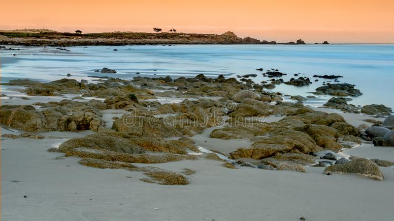 Oceano perto pen?nsula de Pebble Beach, Pebble Beach, Monterey, Calif?rnia, EUA imagens de stock