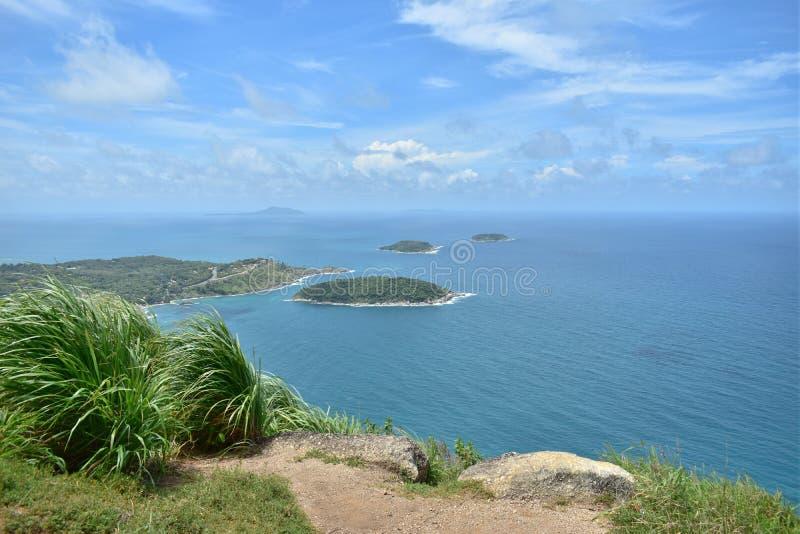 Oceano piacevole del blu di cielo blu e viaggio naturale Phuket Tailandia Asia fotografie stock