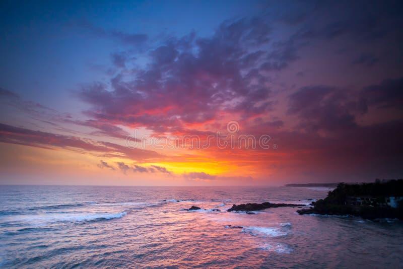 Oceano sul tramonto fotografie stock libere da diritti