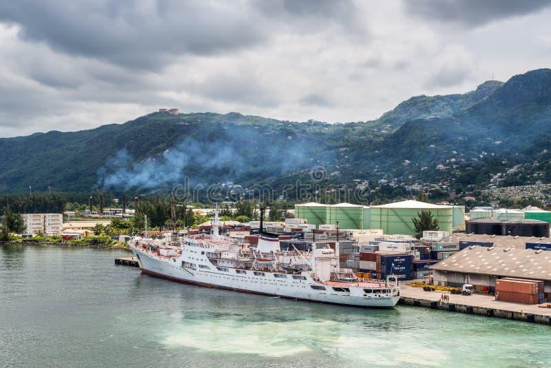 Oceanograficzny badawczy statku Admiral Vladimirsky w Portowym Vict obraz royalty free