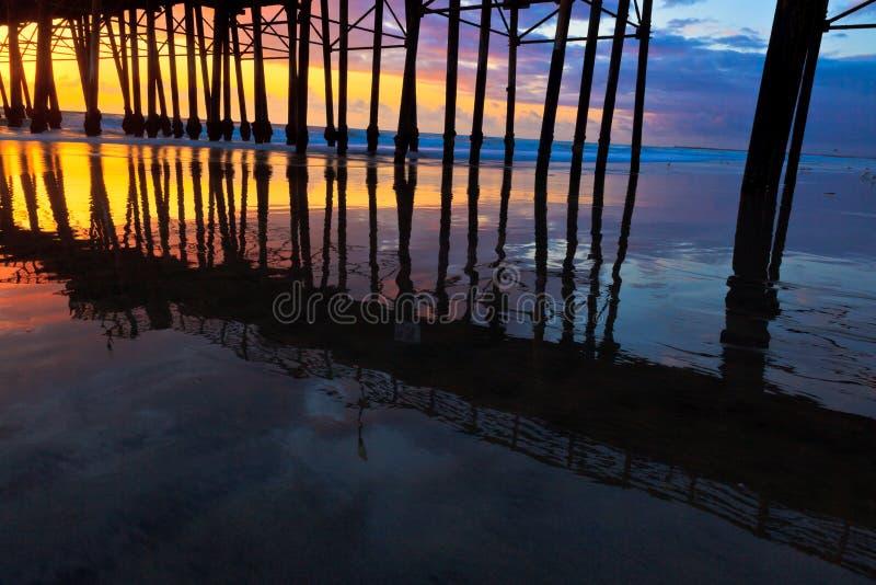 Oceansidepijler bij Zonsondergang royalty-vrije stock fotografie
