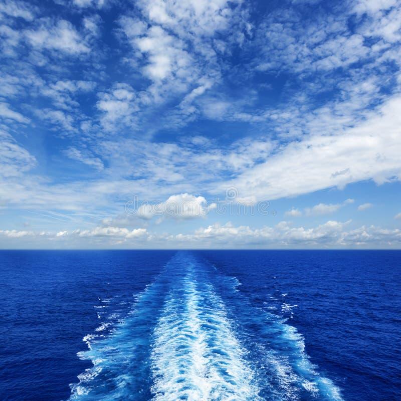 Oceanu kilwater od statku wycieczkowego obraz stock
