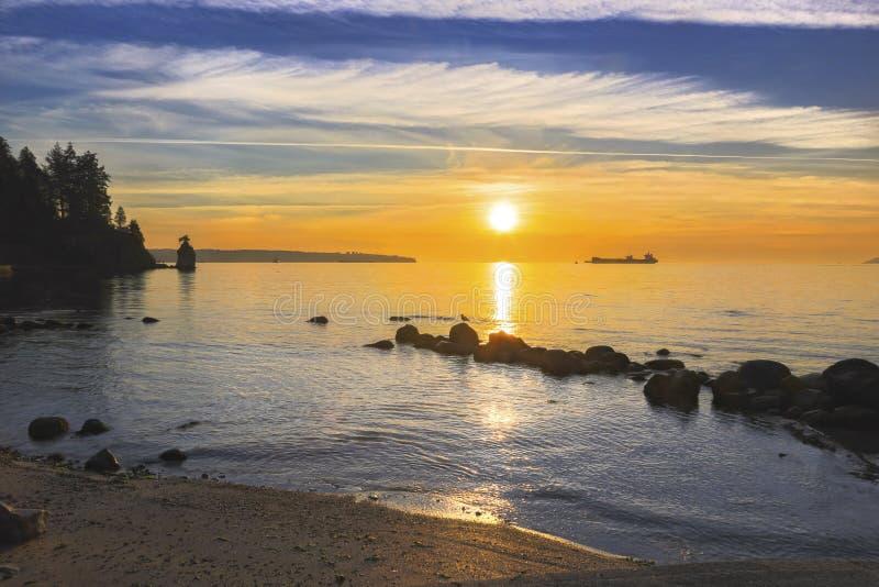 Oceanu Spokojnego zmierzchu Stanley parka Plażowy nadmorski Vancouver BC Kanada zdjęcia royalty free