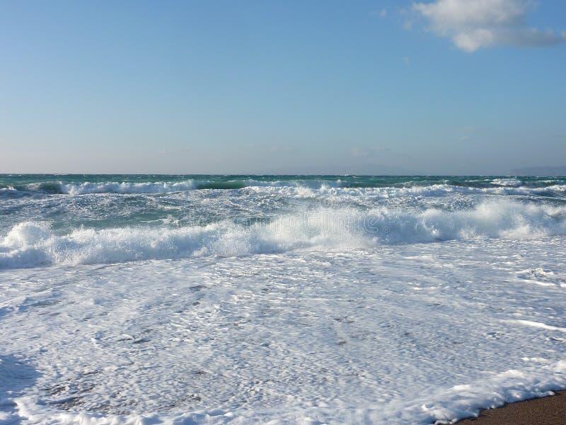Oceanwaves op Rhodos royalty-vrije stock afbeeldingen