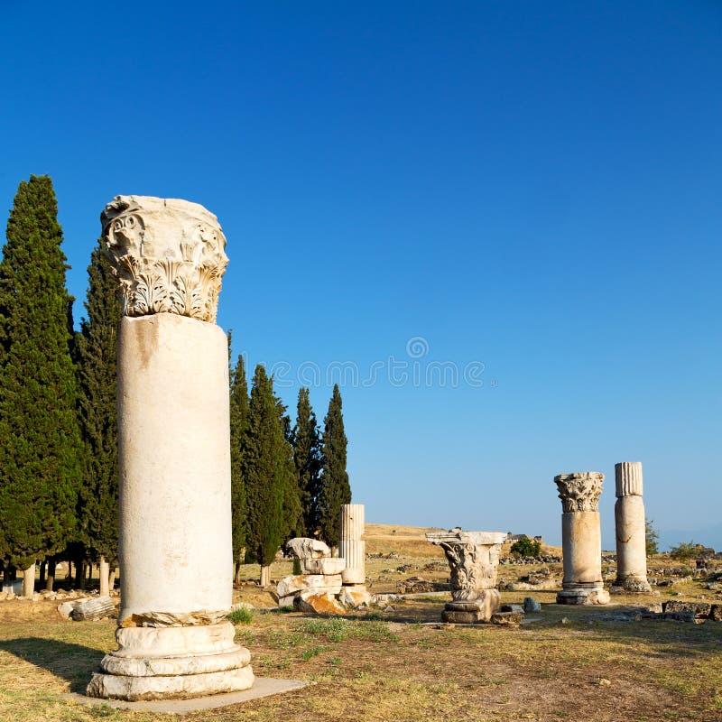 och den gamla konstruktionen för roman tempelhistoriepamukkale in som arkivbilder