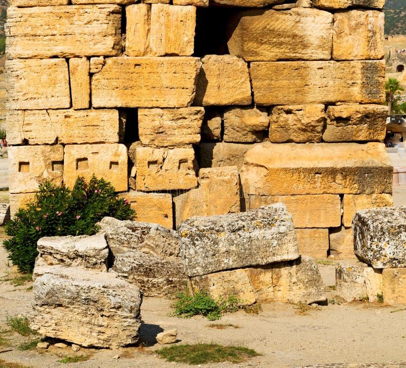 och den gamla konstruktionen för roman tempelhistoriepamukkale in som royaltyfri foto