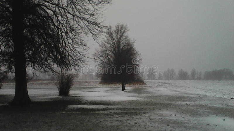 Is och snö, av av Kemp Road i Lima, Ohio royaltyfri bild