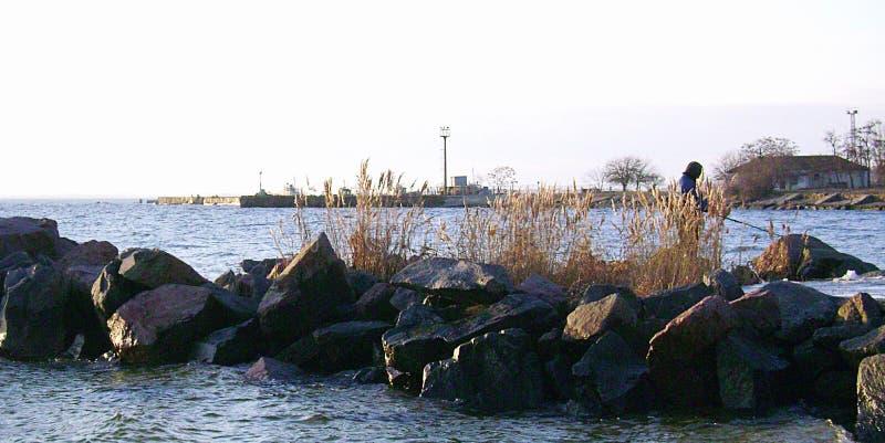 Ochacov w zimy wybrzeża mola ivening plaży zdjęcie stock