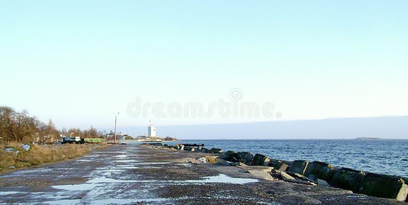 Ochacov w zimy wybrzeża mola plaży obrazy stock