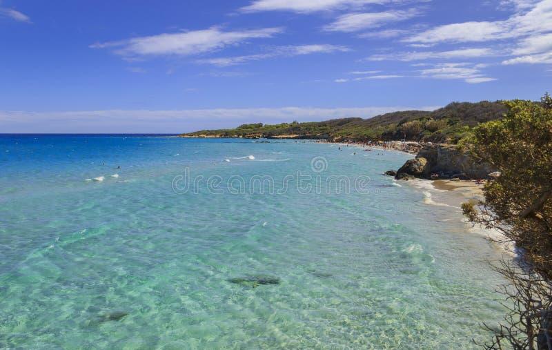 Ochraniająca oaza jeziora Alimini: Turecczyzny Baia lub zatoki dei Turchi Właśnie few kilometrów północ Otranto, ten wybrzeże jes zdjęcia stock