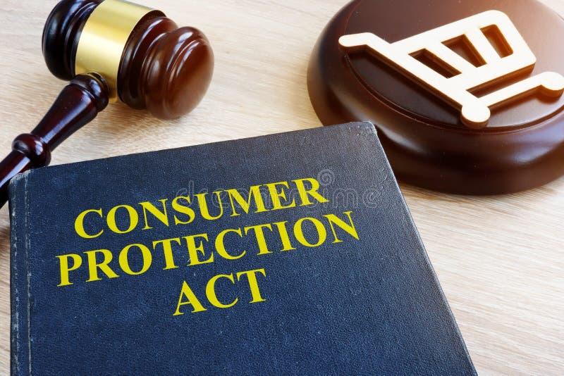 Ochrona konsumentów młoteczek na stole i akt fotografia royalty free