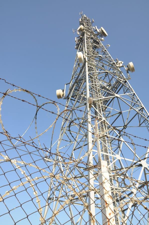 Ochrona w mobilnych sieciach, telekomunikacja maszt zdjęcie stock