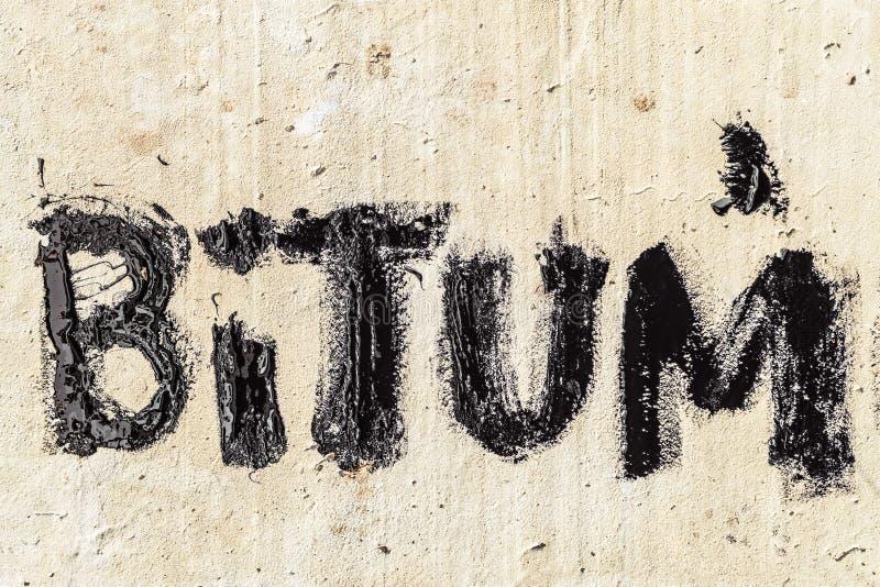 Ochronny bitumu mastyks Bitum - czarny bitumiczny słowo zdjęcia stock