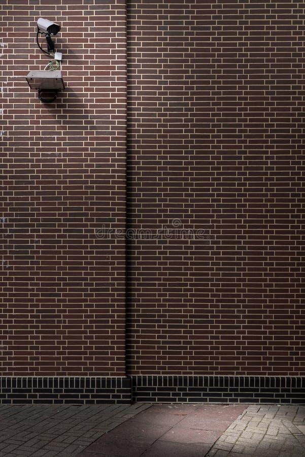 Ochrony CCTV kamera na ceglanej kamiennej ścianie outside obrazy stock
