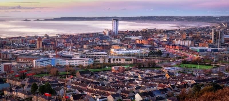 Ochtend bij de stad van Swansea royalty-vrije stock afbeelding