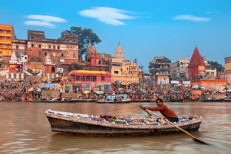 Ochtend bij heilige ghats van Varanasi, India royalty-vrije stock fotografie