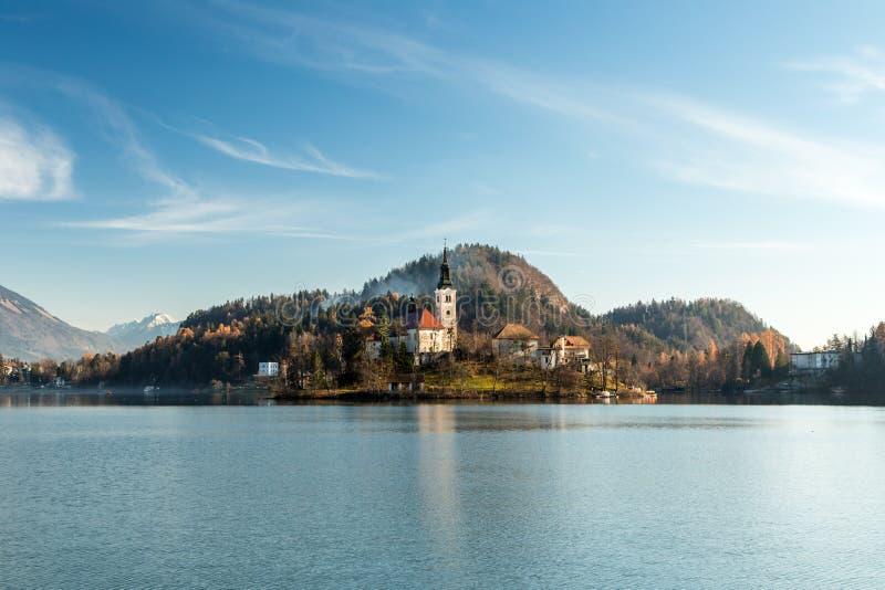 Ochtend bij het meer van Afgetapt royalty-vrije stock afbeeldingen
