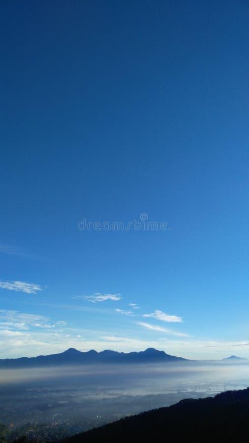 Ochtend blauwe hemel royalty-vrije stock afbeeldingen