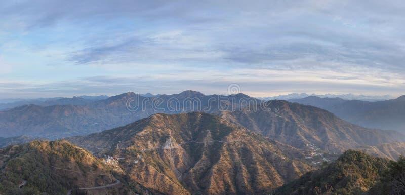 Ochtend in de uitlopers van het Himalayagebergte royalty-vrije stock fotografie