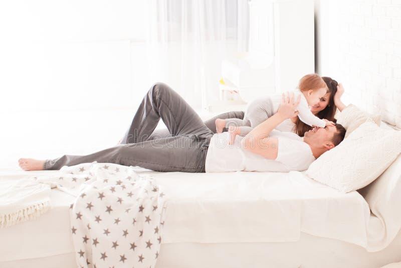 Ochtend in het bed stock afbeelding