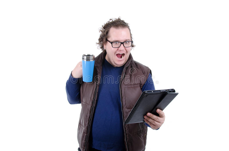 Ochtend Koffie en nieuws Mens met de tablet stock foto
