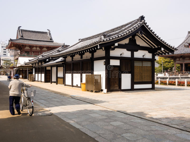 Ochtend in Shitennoji-tempel, Osaka royalty-vrije stock foto's