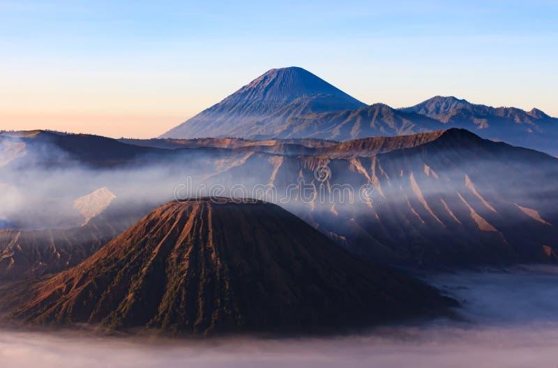 Ochtend van Gunung Bromo, Java, Indonesië wordt geschoten dat stock afbeeldingen