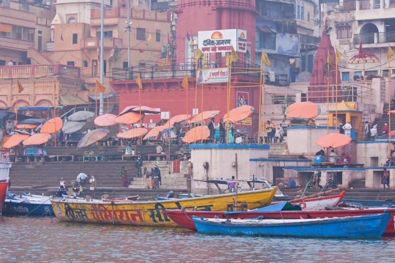 Ochtend in Varanasi op de rivier van Ganges royalty-vrije stock foto