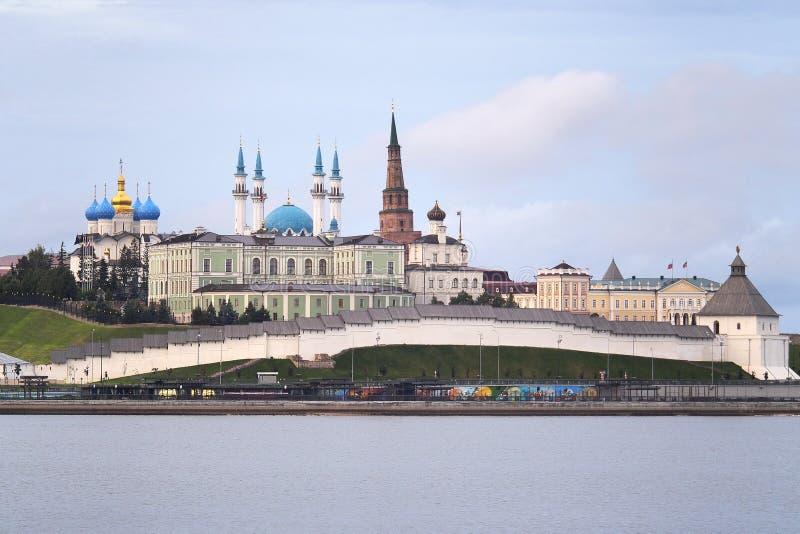 Ochtendlandschap met een mening over het Kremlin in stad Kazan, Rusland royalty-vrije stock afbeelding