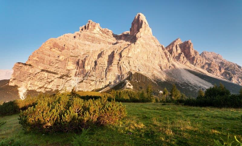 Ochtendmening van Monte Pelmo stock afbeelding
