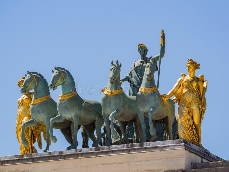 Ochtendmening van mooi Arc de Triomphe du Carrousel in Parijs royalty-vrije stock afbeeldingen