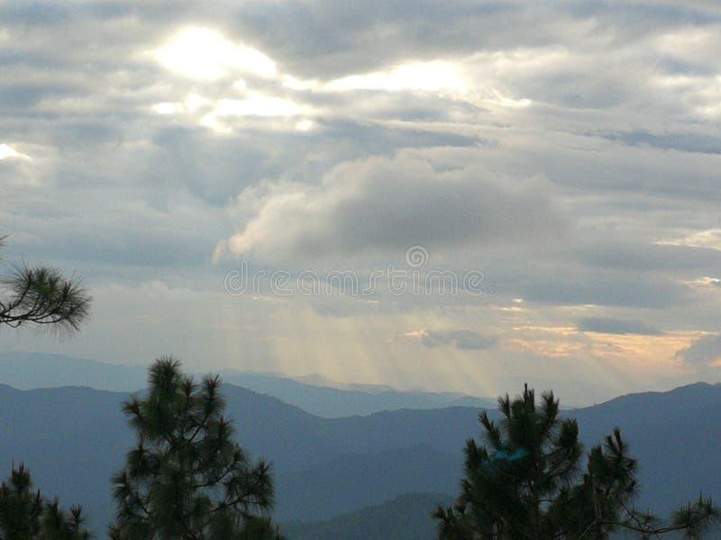 Ochtendmist en zonsopgang in het Noorden van de Natuurlijke Aantrekkelijkheden van Thailand royalty-vrije stock foto