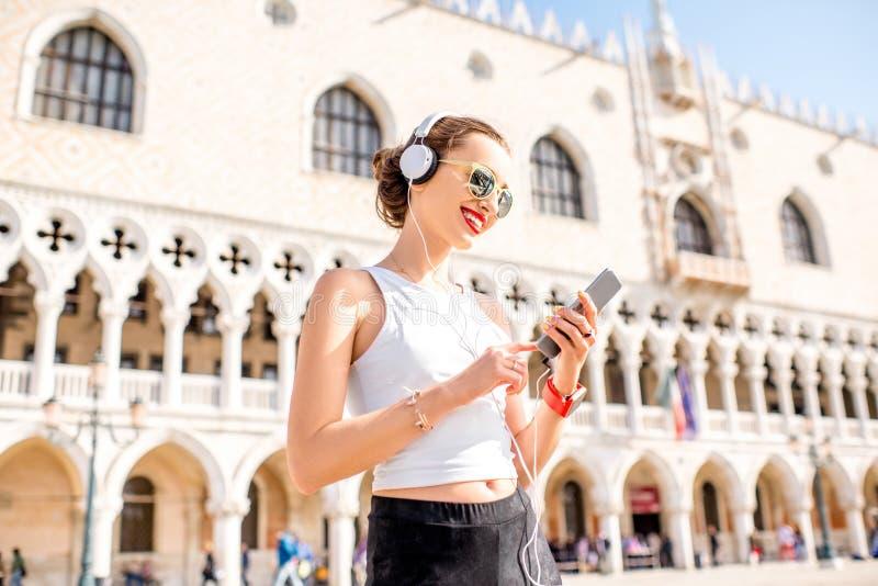 Ochtendoefening in de oude stad van Venetië stock fotografie