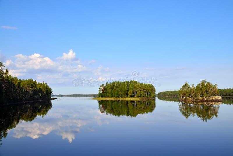 Ochtendrust. Meer Engozero, Noord-Karelië, Rusland royalty-vrije stock fotografie