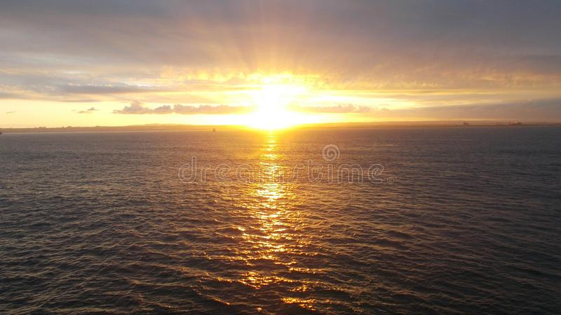 Ochtendstralen van de zon stock afbeeldingen