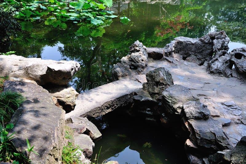 Ociągający się ogródu most fotografia stock