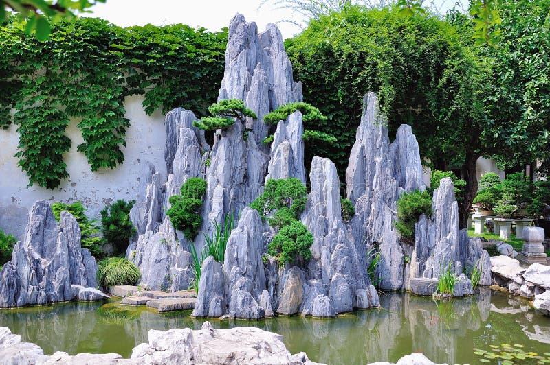 Ociągający się Ogrodowi bonsai zdjęcia royalty free